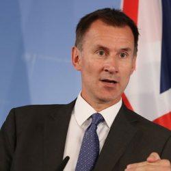 بريطانيا ترحب بإطلاق السلطات الميانمارية سراح صحفيين من وكالة (رويترز)