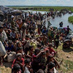 الفياضات تجتاح قرى الروهنغيا في ميانمار والعالقون يستخدمون القوارب للتنقل