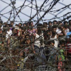أنصار سوتشي يظهرون التأييد لها قبيل انطلاقها في رحلة دفاع عن البلاد في لاهاي
