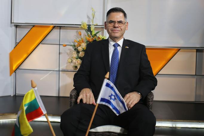 """""""أبدى دعمه لقتلة مسلمي الروهنغيا"""": من يتحمل خطأ السفير الإسرائيلي؟"""