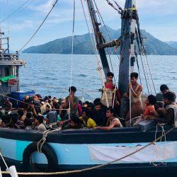 الناجون الروهنغيا يروون تفاصيل مفزعة عن البحر والضياع والجوع
