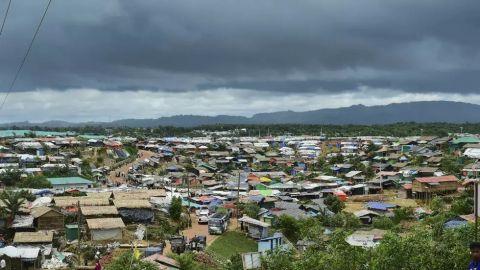 بنغلادش تعلن إعادة خدمات الإنترنت للاجئين الروهنغيا قريباً