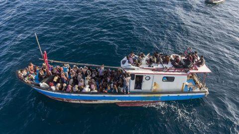 لاجئ روهنغي يصل سباحة إلى ماليزيا ومخاوف من غرق 24 آخرين