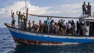 اللاجئون الروهنغيا .. البحر محطة أخرى للبؤس والضياع
