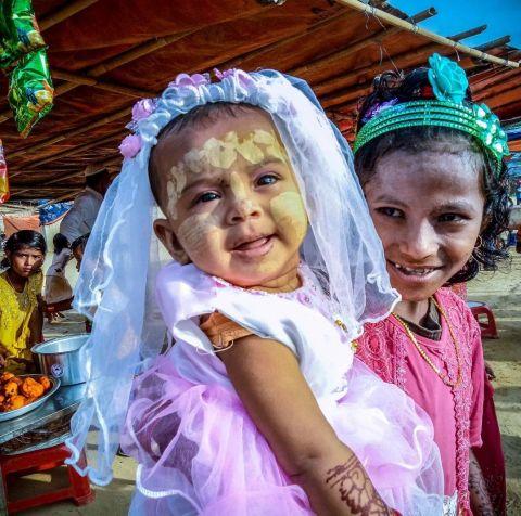 مع مخاوف كورونا … لاجئو الروهنغيا في بنغلادش يعيشون أسوأ عيد للفطر