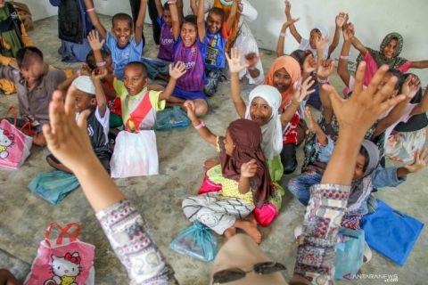 اندونيسيا تنقل اللاجئين الروهنغيا إلى مقر جديد لرعايتهم